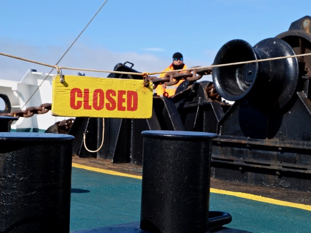 anchor up, closed