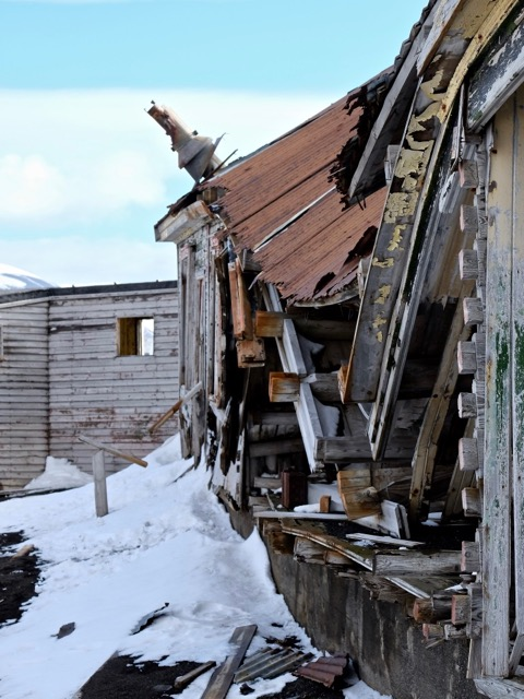 derelict buildings at Whalers Bay